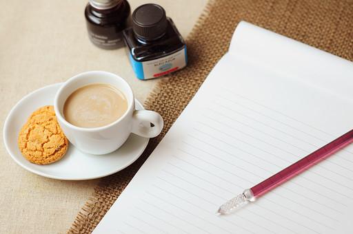 カフェオレと手紙の写真