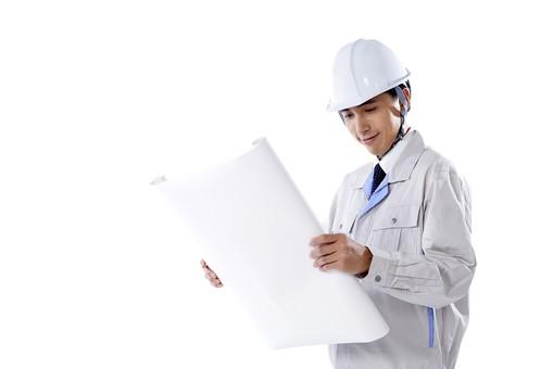 日本人 男性 おとこ 青年 社員 職員 ビジネスマン 仕事 労働 業務 ビジネス ワーク 会社 職場 営業 事務 作業 制服 笑み ヘルメット 書類 図面 持つ 広げる 見る 設計 企画 プラン 立案 施工 点検 検査 確認 mdjm001