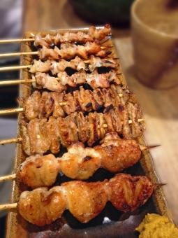 やきとり 焼き鳥 焼鳥 ヤキトリ 鳥肉 鶏肉 肉 肉類 肉料理 和食 日本食 日本料理 焼き物 ぼんじり 食べ物 食品 食材 料理 調理 グルメ gourmet 食事 食卓 食事の風景 食卓の風景 食料 食糧 食料品 酒場 飲食