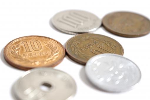 硬貨 小銭 コイン 金 6枚のコイン 6枚のお金 硬貨を円形型に置く 1円 10円 100円 50円 おつり 小さいお金と大きいお金 小銭全種類 日本円 日本のお金 日本の小銭