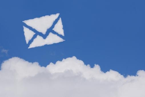 空 雲 手紙 メール eメール お手紙 便り エアメール 郵便 電子メール sns クラウドコンピューティング 青空 大空 快晴 晴天 晴れ お天気 天気 イメージ 通信 バナー ビジネス アイキャッチ 青 コピースペース