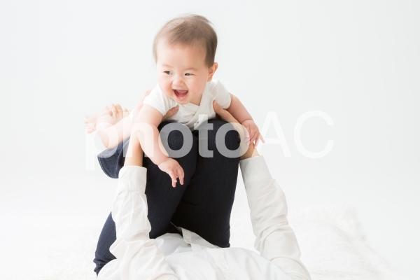 抱っこ(ベビーヨガ)の写真