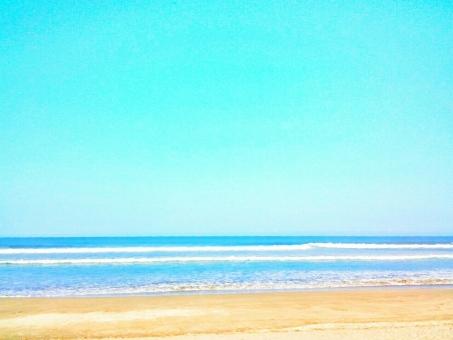 海 うみ 海辺 浜辺 砂浜 夏 サマー 快晴 晴れ 晴天 青空 青い 空 そら スカイ スカイブルー ブルー さわやか 爽やか 爽快 気持ちいい 風 潮風 リフレッシュ 癒し 自然 しぜん 風景 景色 果てしない 広い 広大 波 ドライブ 車 カー 楽しい エンジョイ ハッピー しあわせ 幸せ サンダル 水着 海水浴 サーファー サーフィン 四国 高知 南国 大岐の浜