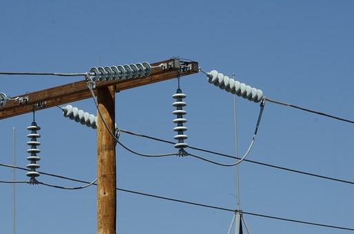 青空 空 お空 晴天 晴れ 快晴 青色 青い 青天井 蒼穹 蒼天  爽やか 爽快 さっぱりした 健康的 電柱 電信柱 電気 電線 送電 送電線 ブルースカイ 伝送線 ケーブル 発信