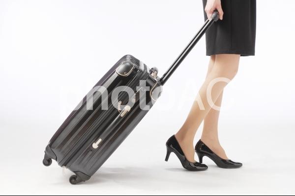 移動するビジネスウーマンの写真