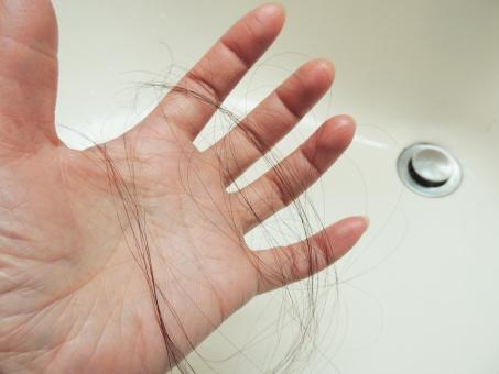 髪を切るの夢の意味と心理 友達/他人/子供/好きな人【夢占い】