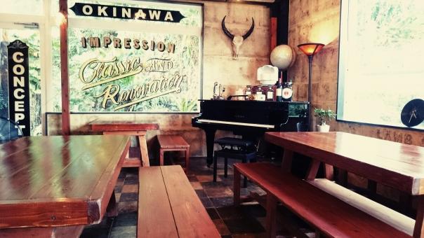 カフェ グランドピアノ いす 店内 机 テーブル ヴィンテージ 喫茶店 インテリア レトロ 沖縄 デート 小物 かっこいい おしゃれ バー 飲食店 店 フィルター