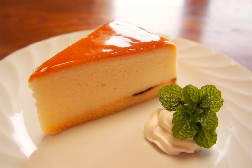 チーズケーキ チーズスフレ ケーキ スフレ 生クリーム ペパーミント 皿 机 甘味 お菓子 洋菓子 スイーツ おやつ 食べ物 甘い カフェ 喫茶店 cafe mint cheese cake