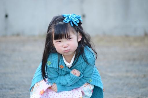 子供 女の子 日本人 怒る 怒り顔