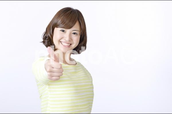 グーサインをする女性2の写真