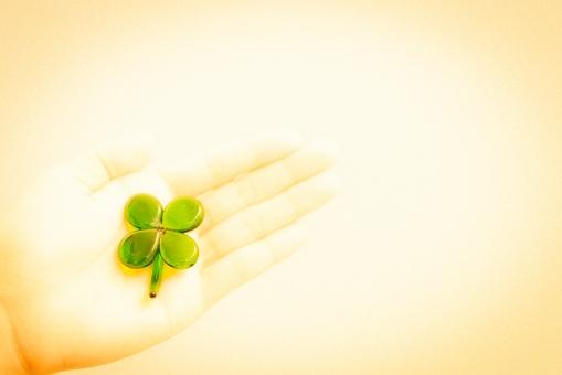クローバー 幸せ ガラス 手 女性 幸運 未来 緑 クリーン グリーン 愛情 環境 植物 ハッピー きれい エネルギー 省エネ エコロジー エコノミー ボランティア 健康 四つ葉 レトロ 手のひら ノイズ 粒子