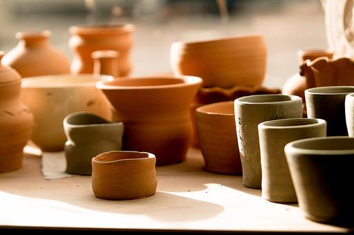 陶芸 工芸 伝統 手作り  技 職人技 芸術 和風 アート 美術品 歴史 焼き物 陶器 彫刻  粘土 素焼き 和 和風 器 食器 壷 壺 皿 花瓶 湯呑み コップ 小鉢 アトリエ 作業場 工房