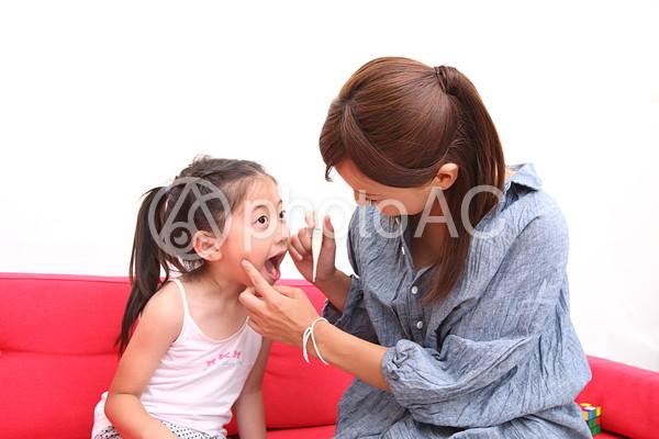 歯磨きをする親子4の写真