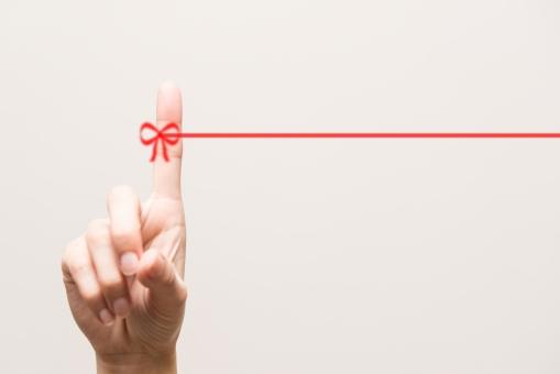 運命 運命の赤い糸 赤い糸 両思い 両想い 恋人 奇跡 キセキ 出会い 出逢い 愛 カップル リボン りぼん 赤 背景 テクスチャ 結婚 幸せ 幸福 恋 ビジネス 繋がり 繋がる 愛情 絆 キズナ 人 家族 職場