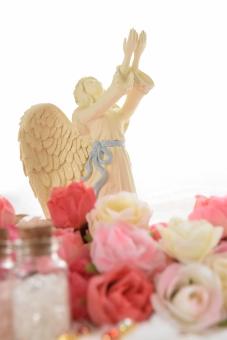 天使 てんし エンジェル angel 綺麗 美しい 素敵 愛 あい 受け取る 優しさ 羽 羽根 はね 小物 置物 妖精 神秘的 薔薇 ばら バラ 花 はな 水晶 クリスタル ローズクォーツ ローズクオーツ 天然石 小瓶 瓶 コルク 造花 ピンク 桃色 白 ホワイト 差し伸べる 手 手を差し伸べる ローズ ヒーリング 癒し ヒーラー 好き 可愛い かわいい カワイイ 願い 奇跡 幸せ ハッピー 背景白 白背景 背景 テクスチャ 壁紙 イメージ 素材