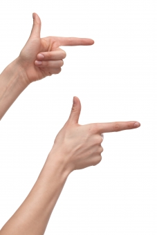 手 両手 右手 左手 手指 人差し指 親指 手の平 掌 手の甲 手首 ハンド 指す 示す 指し示す 触る 触れる 伸ばす 構える 手話 前方 右方 右向き 指示 平行 強調 ハンドポーズ ポーズ ハンドパーツ パーツ 白バック 白背景
