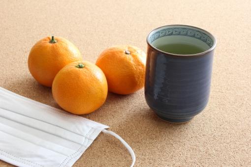 ミカン お茶 マスク 緑茶 みかん ビタミンC ビタミンC 栄養 風邪 予防 カゼ かぜ 防止 冬 インフルエンザ 病気 体調 管理 体調管理 健康 健康管理 自己管理 食べ物 飲み物 茶 フルーツ 習慣 医者 病院 医院