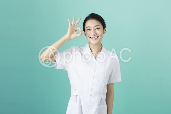 白衣の女性5の写真