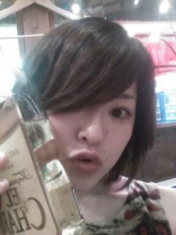 ボトル ワイン ウイスキー 酒 洋酒 ウオッカ スピリッツ 酒屋 バー 女性 女子 モデル 人物 かわいい 30代 20代 美人