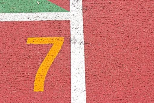 陸上競技場 陸上 7コース 数字 競争 走る トラック レーン コース レンガ色 全天候型 全天候型トラック ライン 汗 青春 部活動 大会 記録 スタート 中体連 高体連 インカレ インターカレッジ オリンピック