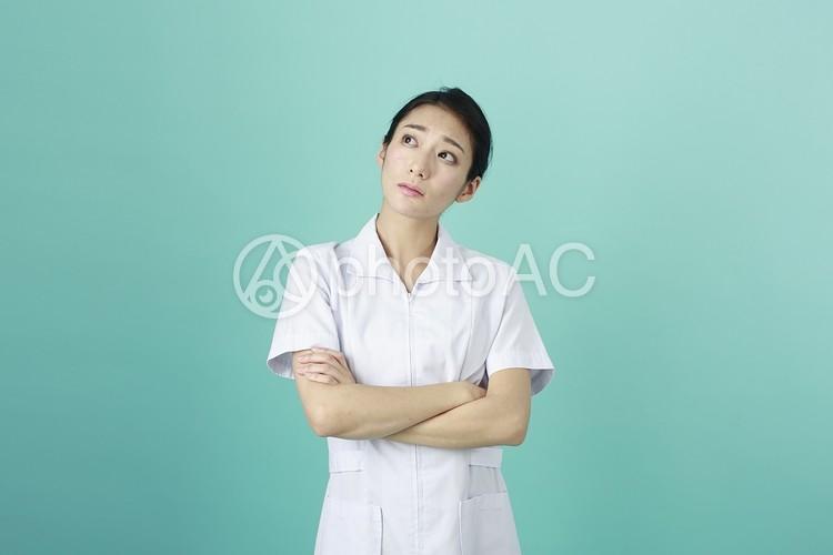 白衣の女性17の写真