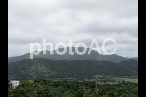 沖縄最高峰の写真