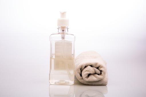 掃除 清掃 片付け 磨く メンテナンス 雑巾 拭き掃除 そうじ 清潔 きれい 作業 清潔感 プラスチック 新品 新しい 水拭き 白バック 白背景 ボトル スプレー スプレーボトル 霧吹き 水 液体 洗剤 タオル