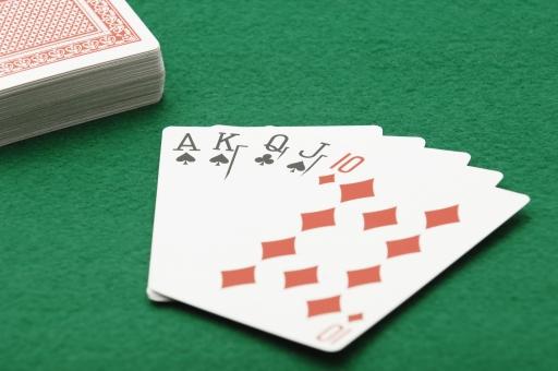 ポーカー トランプ カード カードゲーム ストレート ギャンブル ルール 賭け 賭博 ゲーム レクリエーション 運 幸運 不運 勝ち 負け カジノ 金 お金 賭け事 ルール