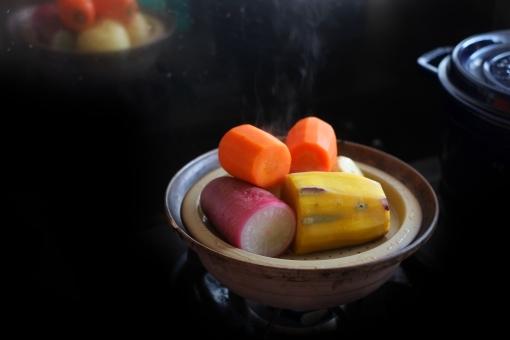 温野菜 蒸し野菜 スチーム 野菜 根菜 大根 だいこん ダイコン さつまいも サツマイモ にんじん ニンジン 人参 タジン鍋 蒸す 蒸し器 調理 料理 クッキング