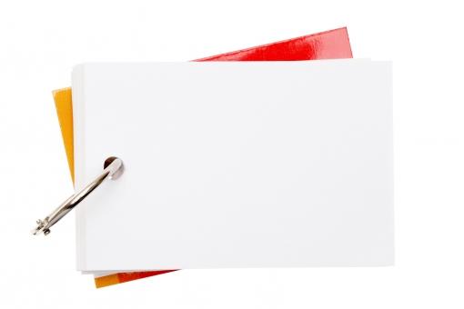 単語帳 単語カード 英単語 教育 学習 単語 勉強 習う 覚える 記憶 暗記 学校 カードリング リング 文房具 クリップ ペーパーリング 紙 用紙 メモ メモ用紙 無地 ノート ページ カード 小物 メッセージ 空白 余白 コピースペース 金属 スチール 白 白色 白バック 白背景 スタジオ撮影 アップ クローズアップ 無人 人物なし