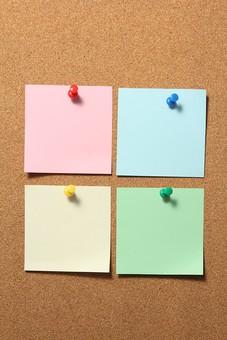 コルクボードの付箋メモ5の写真