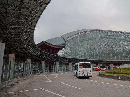 北陸新幹線 金沢駅 古都 入口 エントランス もてなしドーム 鼓門 つづみ門 ロータリー 屋根 やね 金沢 金澤 バス停 建物