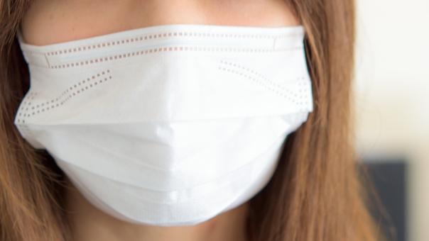 マスク 女性 人物 若い 風邪 予防 予防対策 インフルエンザ ウィルス 病院 お薬 薬 ドラッグストア 咳 咳エチケット 花粉症 花粉 花粉対策 小児科 白い 感染 感染対策 使い捨て 季節 鼻炎 ケア 福祉 アレルギー シーズン クリニック