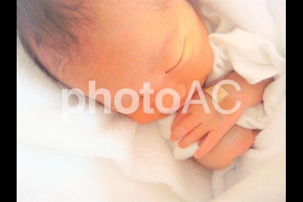 すやすや眠る赤ちゃんの写真