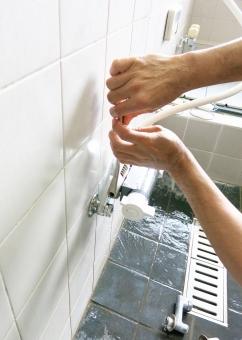 水漏れ 風呂 バス 水道 カラン 排水 シャワー 工事 水 湯 タイル 修理 事故 破損 修復 修繕