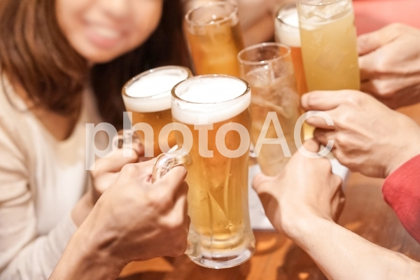 ビール 乾杯の写真