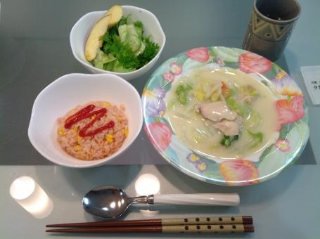 介護食 バランス食 健康食 夕食 老人食 ケチャップ ライス ご飯 スープ ホワイト サラダ 管理栄養士 調理師 献立 メニュー 配膳 病院 料理 調理 盛り付け 野菜