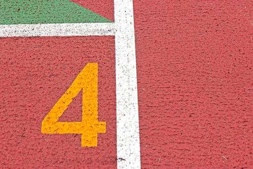 陸上競技場 陸上 4コース 数字 競争 走る トラック レーン コース レンガ色 全天候型 全天候型トラック ライン 汗 青春 部活動 大会 記録 スタート 中体連 高体連 インカレ インターカレッジ オリンピック