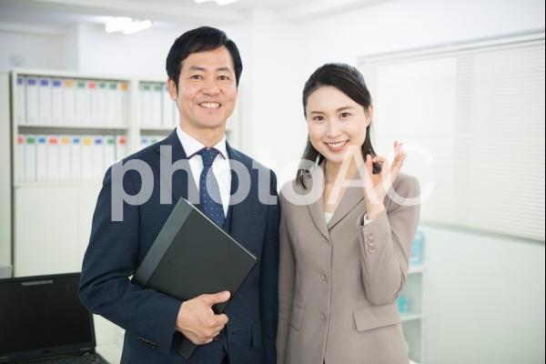 スーツ姿の男女51の写真