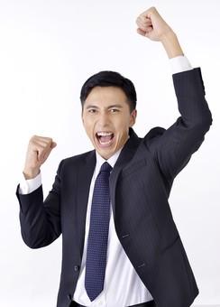 日本人 男性 男 男子 Men スーツ 背広 仕事 Job 働く サラリーマン 就労 労働 勤労 勤務 ビジネス  業務 お仕事 会社 オフィス 事務所 通勤  ガッツポーズ 元気 頑張る 喜ぶ 嬉しい 屋内 室内 白背景 20代 30代 ビジネスマン オーバーアクション リアクション やったー mdjm001