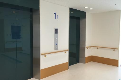 エレベーター 病室 病院 施設 ホール クリニック 明るい 清潔 フロア 廊下 手すり 一階 ボタン 清潔 入院 大学 マンション atohs エントランス ホスピタル