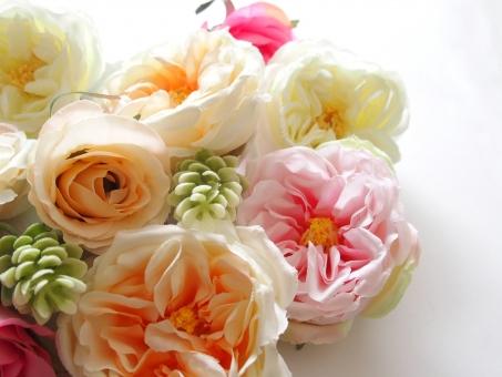 花 オレンジの花 黄色い花 薔薇 バラ 淡い色 ピンクの花 植物 造花 お祝い めでたい HAPPY 幸せ 愛情 プレゼント 贈り物 花束 明るい 鮮やか