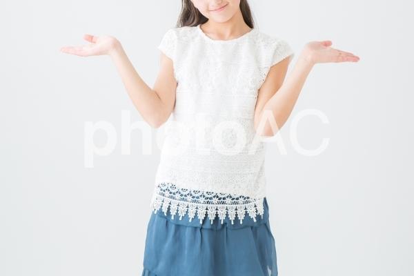 オーマイガットのジェスチャーをする女の子の写真