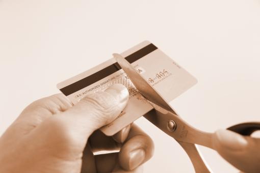 クレジットカード処分 クレジットカード カード 処分 破棄 捨てる 解約 手続き 裁断 磁気 ICチップ 個人情報 セキュリティ トラブル 不正防止 詐欺 偽造 分割 お金 マネー カード会社 背景 素材 背景素材 キャッシング 期限切れ 有効期限 使いすぎ カード破産 節約