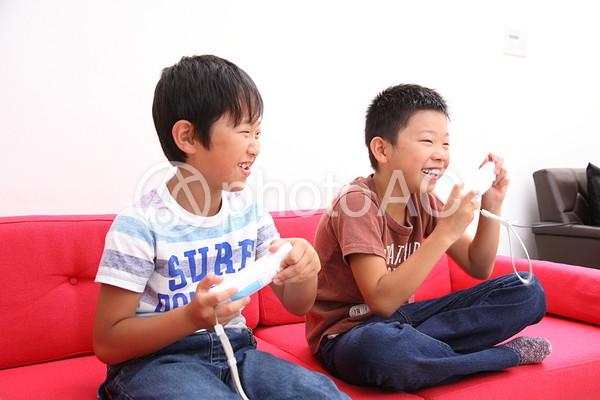 ゲームをする子供6の写真