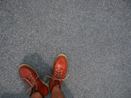 ワークブーツ 革靴 革 革製品 ブーツ 上から キャンプ 背景 テクスチャ 余白 炊き込み