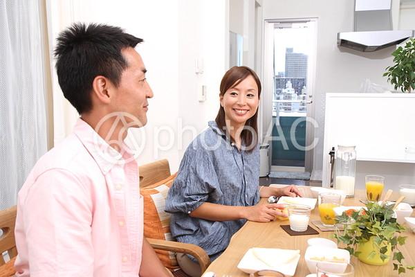 食事をする夫婦1の写真