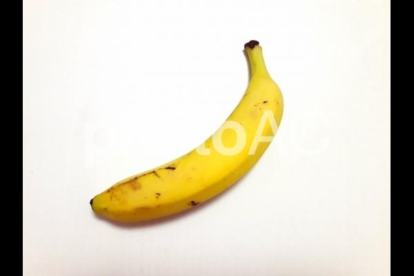 一本のバナナの写真