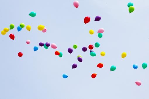 バルーン 風船 カラフル 空 スカイ 浮かぶ とぶ 赤 黄 青 緑 青空 晴れ カラー ふうせん 空中 飛ばす sky 風景 景色 野外
