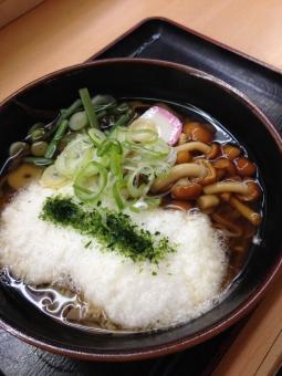 とろろそば とろろ 山芋 そば 蕎麦 日本蕎麦 和食 ヘルシー ランチ 昼食 立ち食い かまぼこ ねぎ ネギ なめこ きのこ